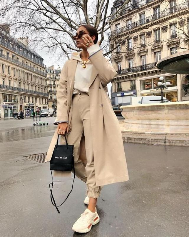 Cargo pants and a trench coat are so chic!