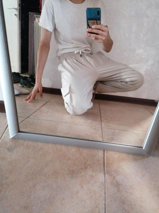 I wish the pants were lighter. It has 2 pockets, the one is as the color of the pants, the other is transparent which …