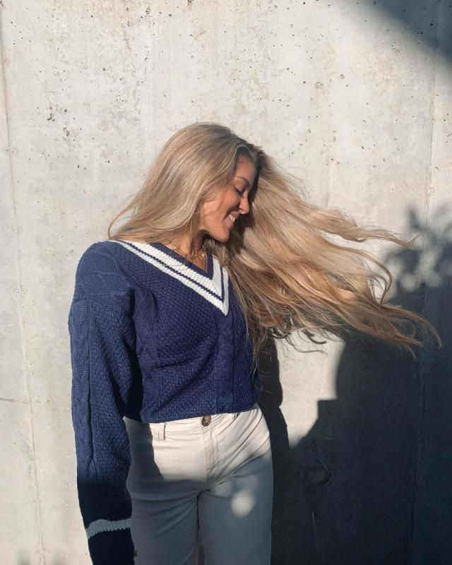 How pretty its this V Neck Knit Sweater!!! Its so cute and perfect for the next holidays!! get it here in ZAFUL!