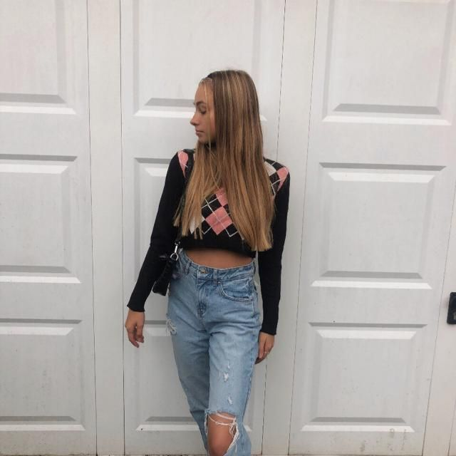 How amazing is this pretty Argyle V Neck Crop Sweater! get it here in ZAFUL!♥