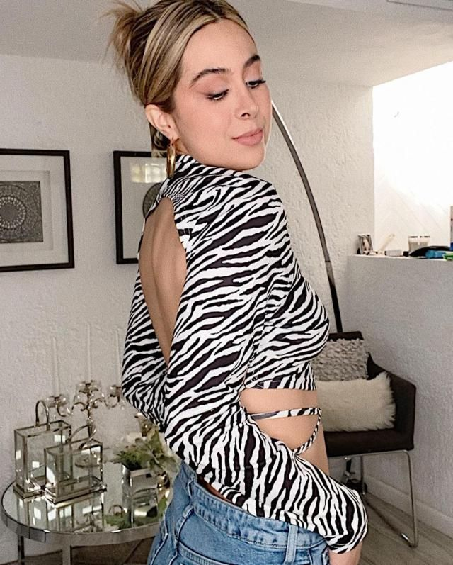 I love so much this Zebra Print Backless Mock Neck T-shirt!!! you can get it here in ZAFUL!♥