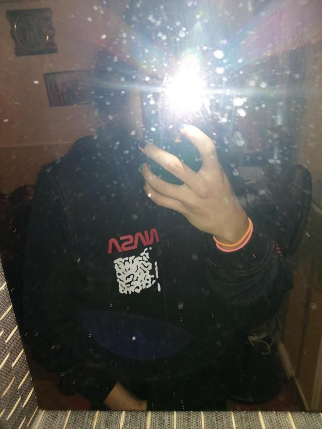 Much thinner material than expected, lowkey feels like a shirt, however that means I can rock this hoodie during sprin…
