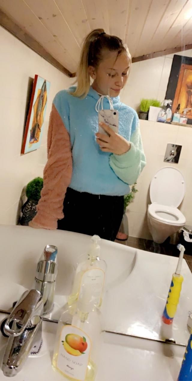 Super fluffy and vibrant colors. Love it.Super cute Fits well Comfortable and of fantastic material Looks exaclty like…