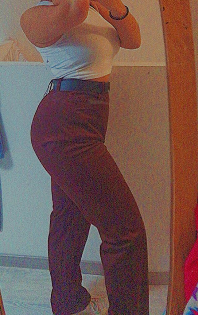 Li adoro! Sono diventati i miei pantaloni preferiti. Adoro il colore, la forma e il materiale. Nonostante io non adori…