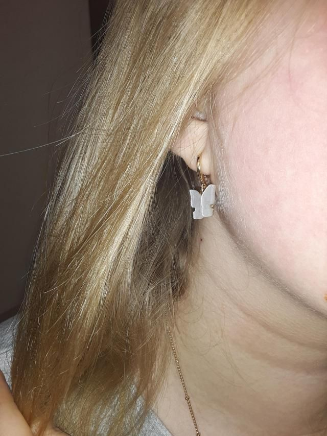 the earrings fit good and it's so gorgeous! I definitely recommend buying this with a matching necklace as well ! Very…