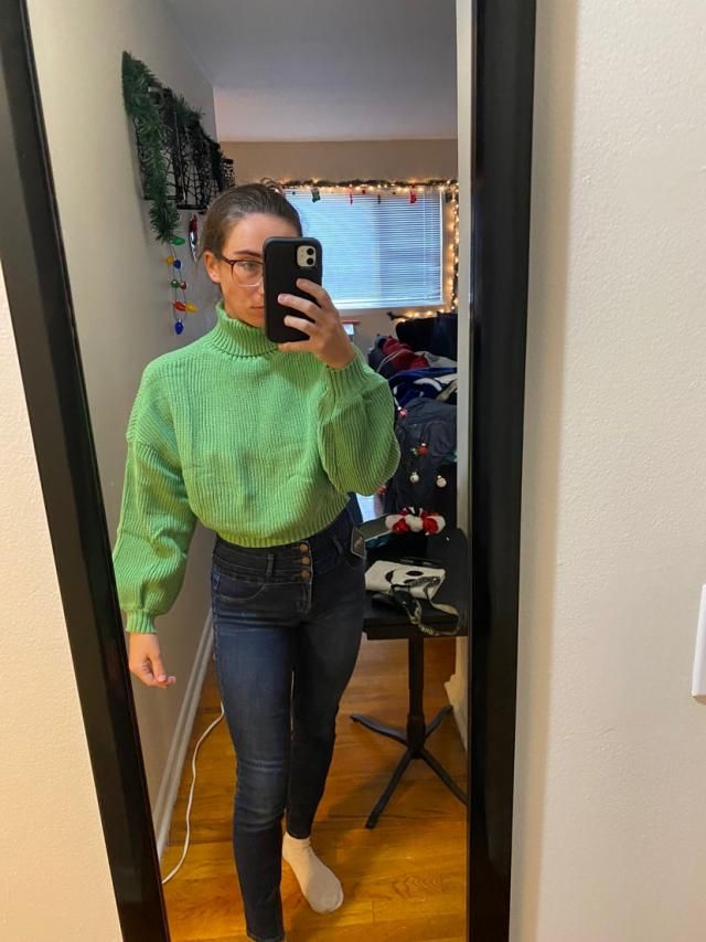 """5""""5 • 128lbs • not curvy at all•Very short but the turtle neck is very long. Great color tho and overall cute."""