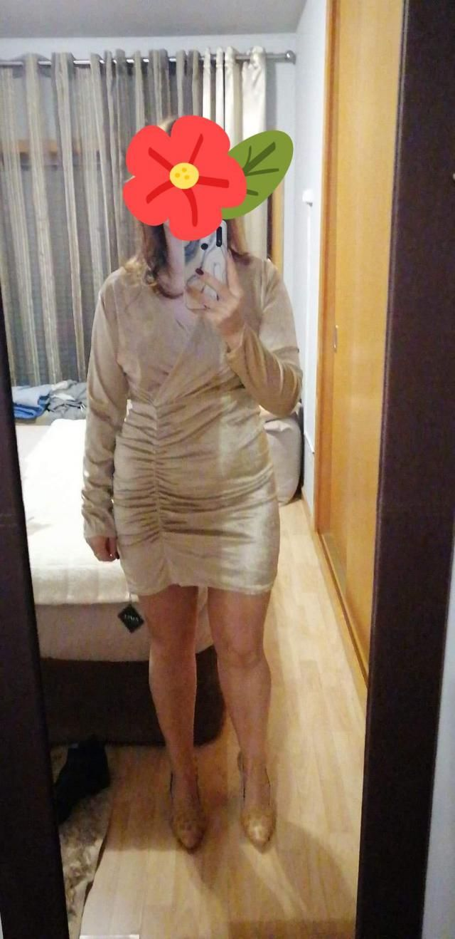 Parece exatamente como as fotos   .Design único . This dress was for my niece. The sleeves are bit long and the materi…