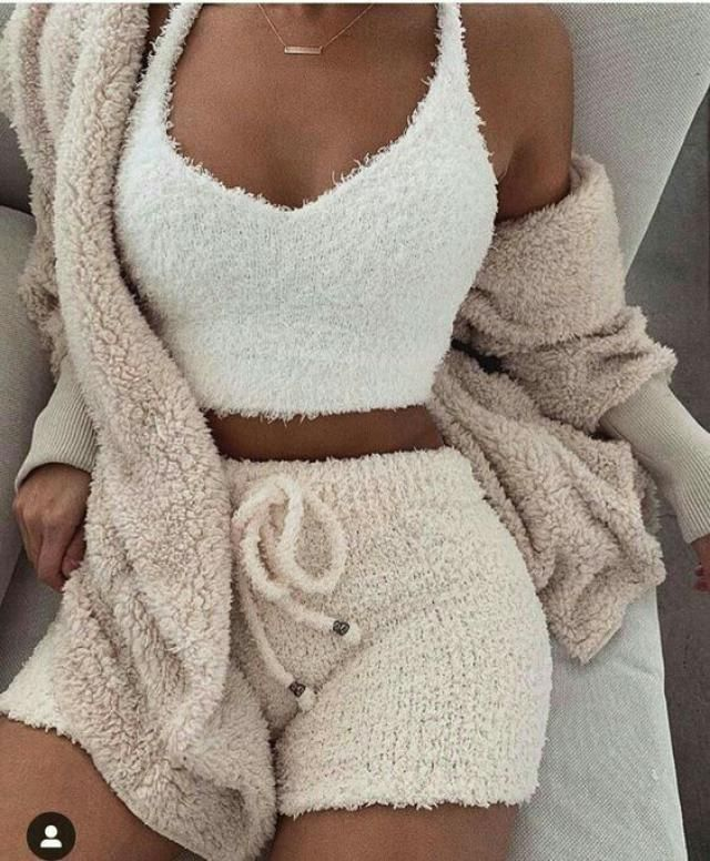 Yaaaas! Keepin cozy on christmas night in this fluffy faux shearling pijama set from zaful🐻💕