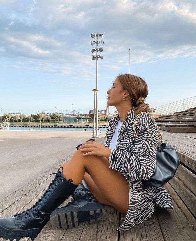 Dor those days that are not that cold you can wear this Pockets Zebra Print Jacket! get it here in ZAFUL!♥