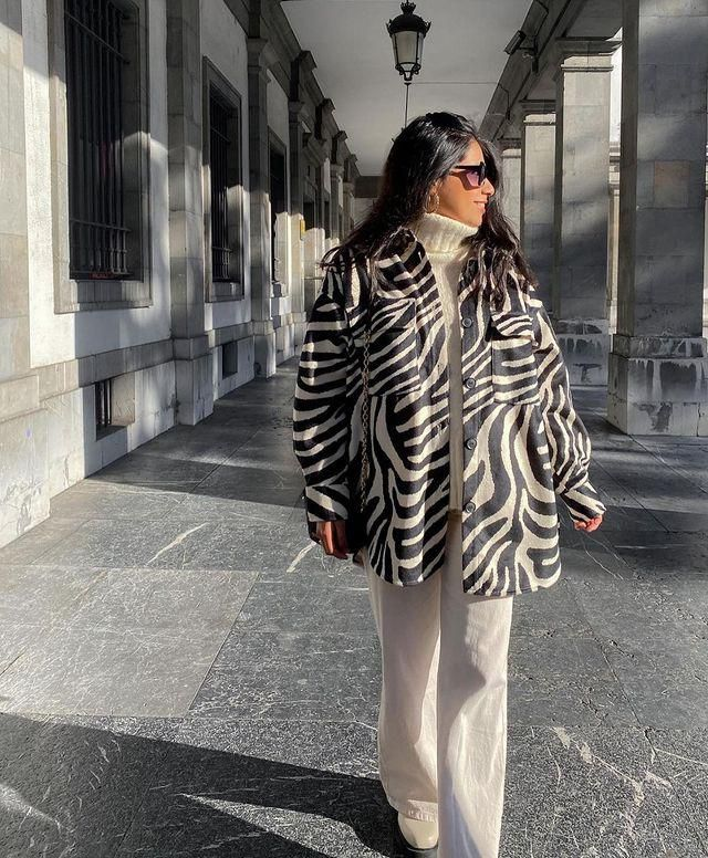 For those days that are not that cold you can wear this Pockets Zebra Print Jacket! get it here in ZAFUL!♥