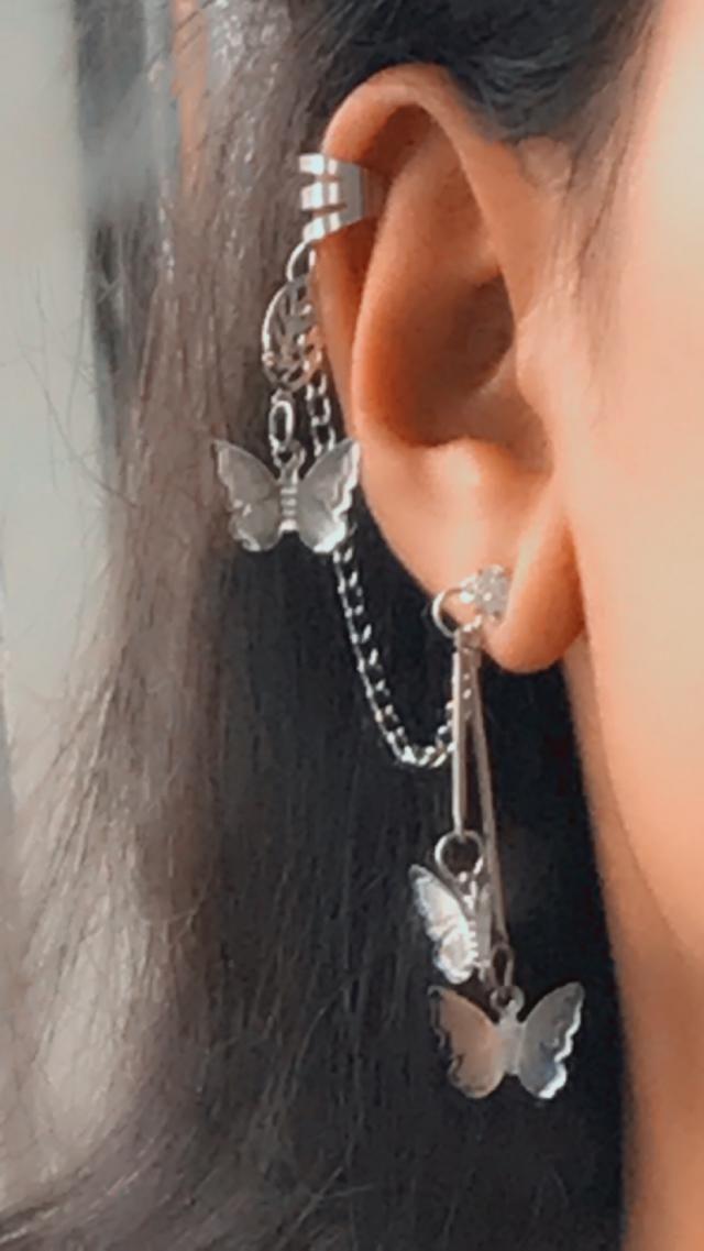 It is not that heavy for your ear, it is very pretty, it looks amazing