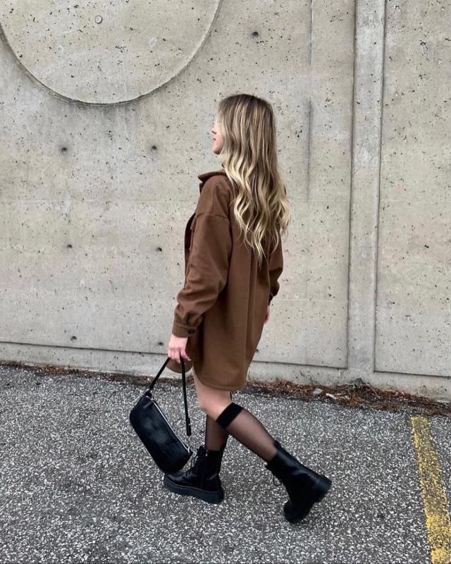 makin my way downtown with this brown coat! get it here♥🤎