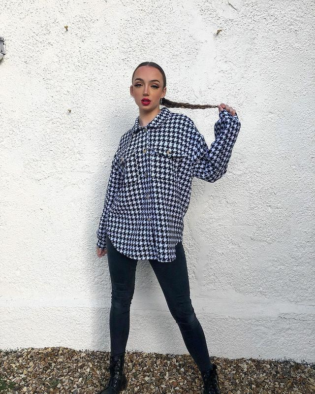 Are you into the shacket trend? get this cool Flap Pockets Houndstooth Cargo Shacket here in ZAFUL!♥
