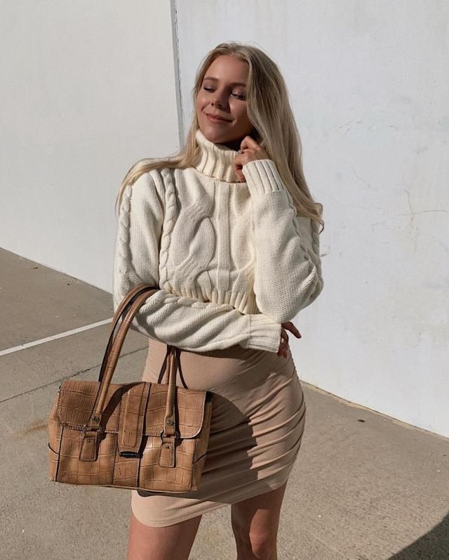 We love white! Turtleneck Plain Crop Sweaterr! you can get it here in ZAFUL!♥