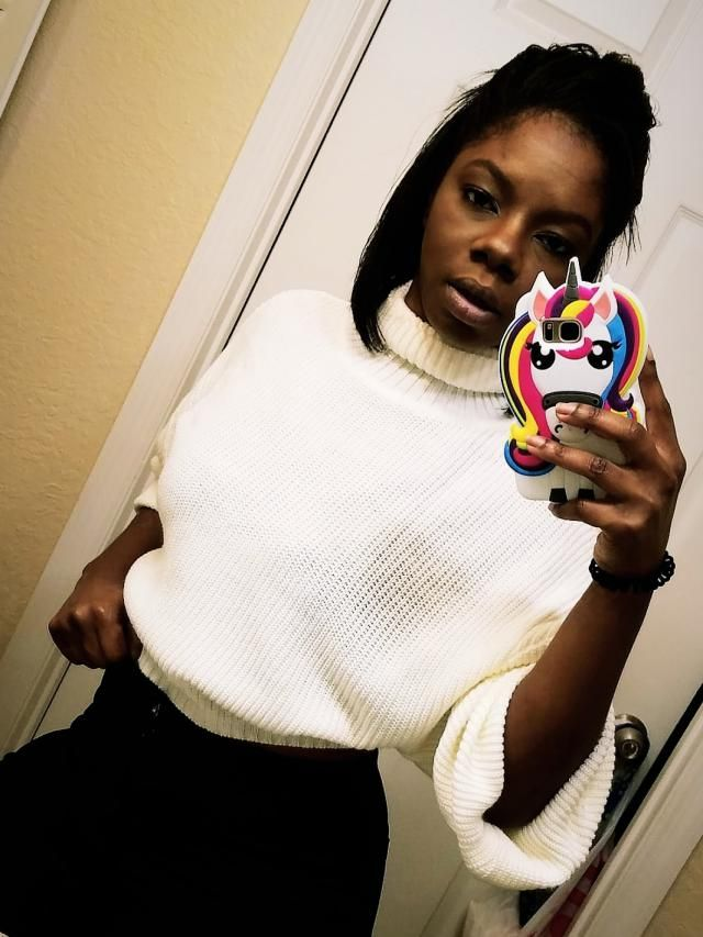 This piece is great, it's soft; and iis the perfect length to be a crop top sweater. fabrics is thick and good materia…