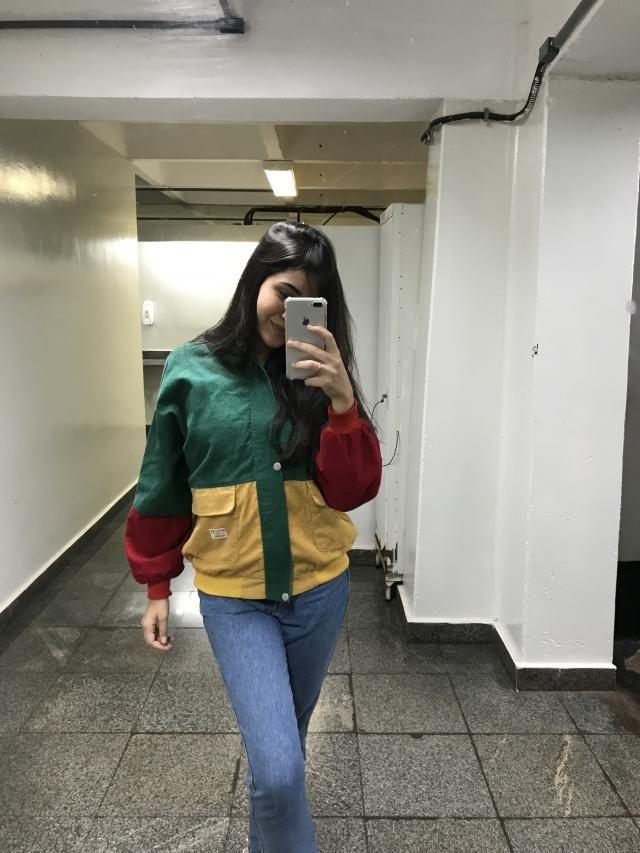 Adoro esse casaco. Material é muito bom e ele é super diferente, recomendo, eu adorei as cores do reggae <3