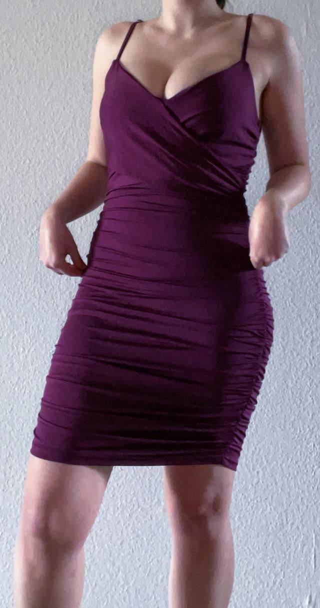 Ordered a size L by looking at the measurments, fits perfectly! Love the color,  comfortable and of fantastic material…