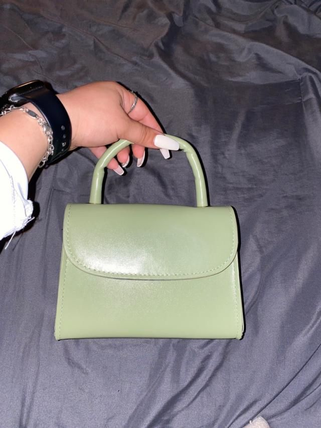 This green is so cute, it really does look like the pictures, it is quite small but will hold all the necessities,  De…