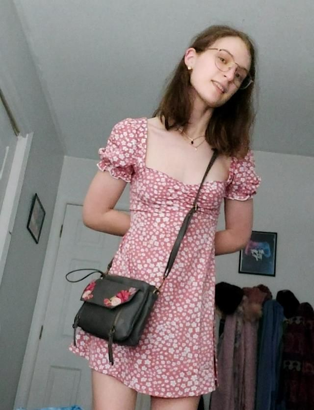 fits perfectly. shoulders fall off sometimes but i like the poofiness of them. this dress is so beautiful, i needed he…