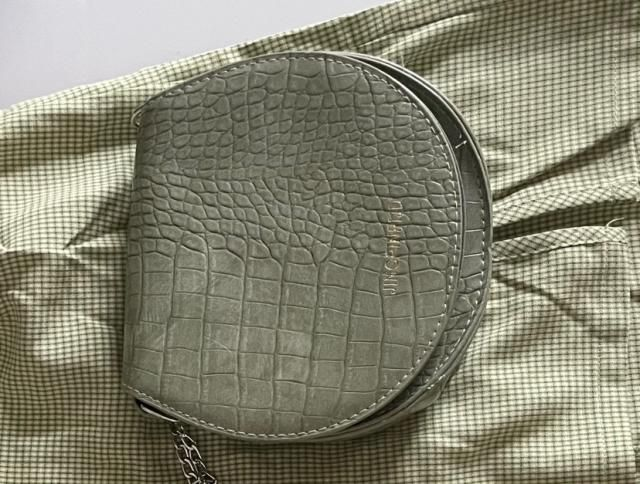 One of the best purse I've gotten. Really good material and the green color is accurate. The chains are adjustable and…