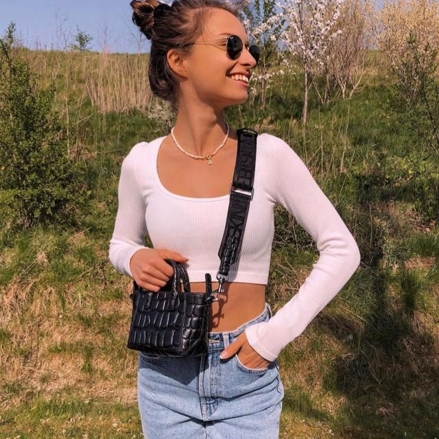 Raglan Sleeve Plunging Crop Knitwear