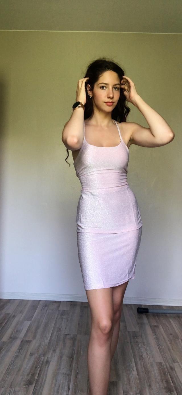 Ma robe préférée 🤩 elle est juste magnifique et moule bien le corps.. j'ai envie de la porter tous les jours 😂 Fidèle …