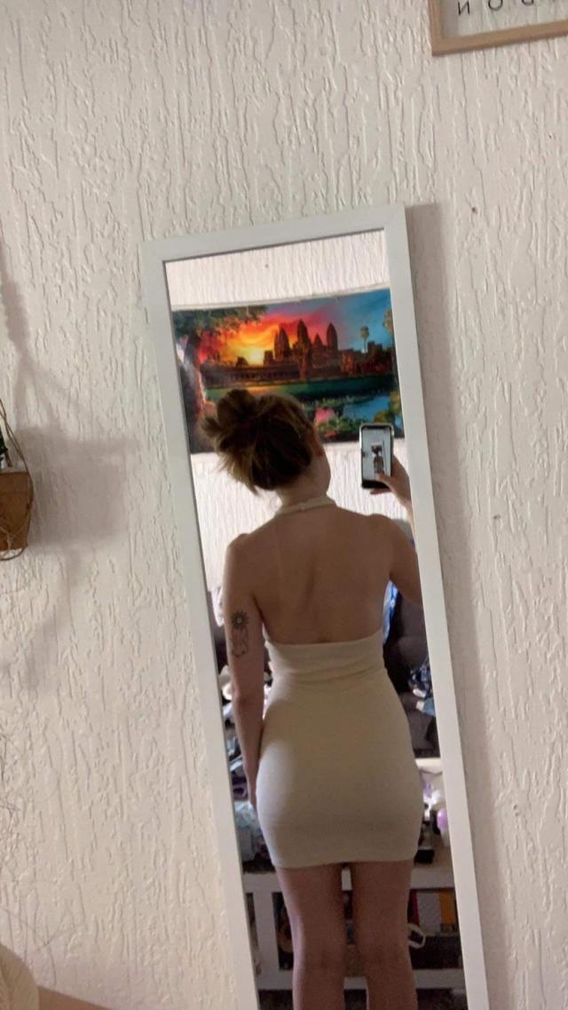 Très belle robe moulante, à sortir en été en soirée.