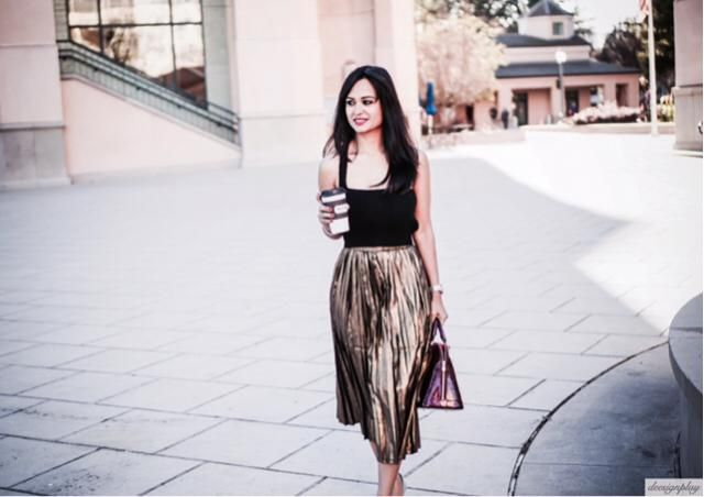 Dress it up or dress it down, shimmering gold in metallic pleated skirts from @zaful are the best