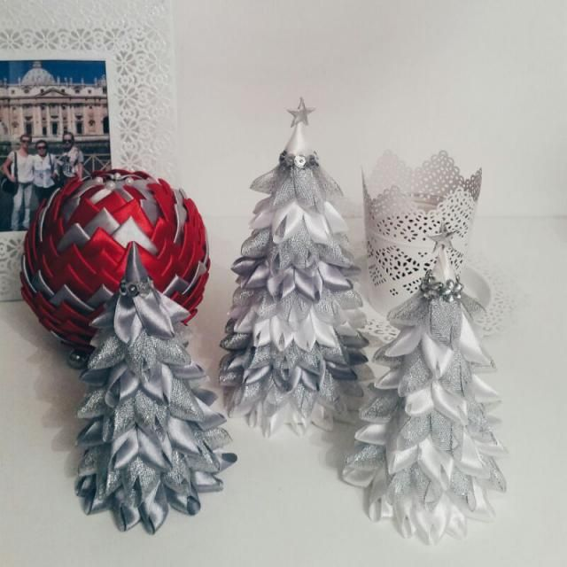 What about Christmas ornaments? What do you think about hand-made christmas trees? I am in love with them!