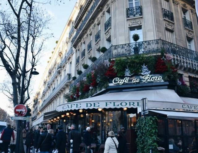 I reay live spending Christmas in Paris. My favorite time was at 2010. We spend the day mostly shopping around Lar…