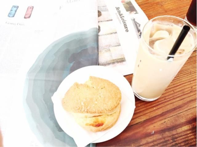 Must haves for any Monday, coffee, scones and the art section