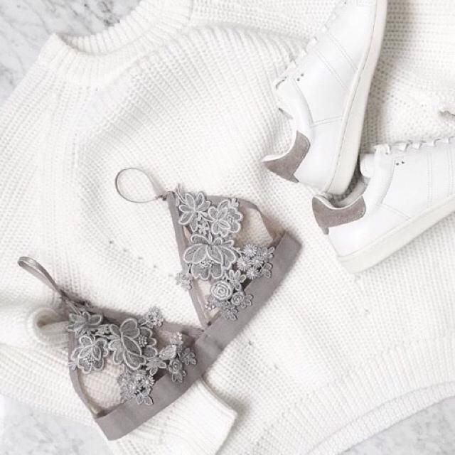 Its cold on Valentine's day, dont forget to wear knit sweater but the inside just wear bralet to spoil bae