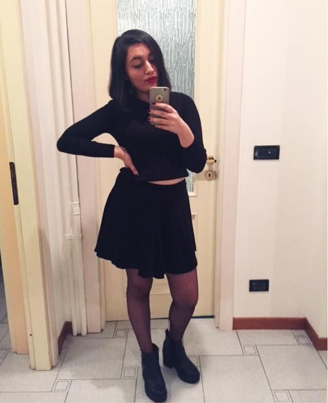 This all black outfit demands a mirror selfie!