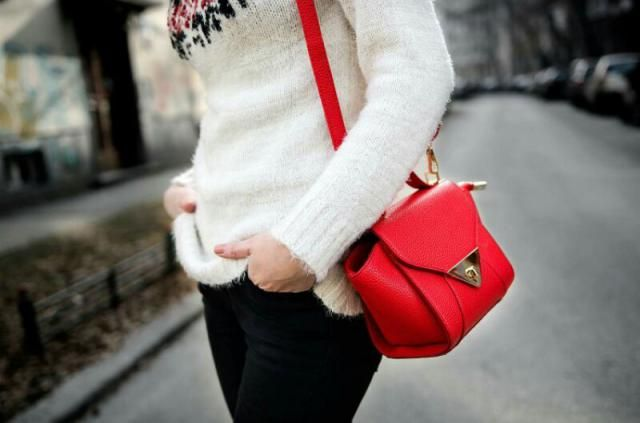 In love with little red bag!