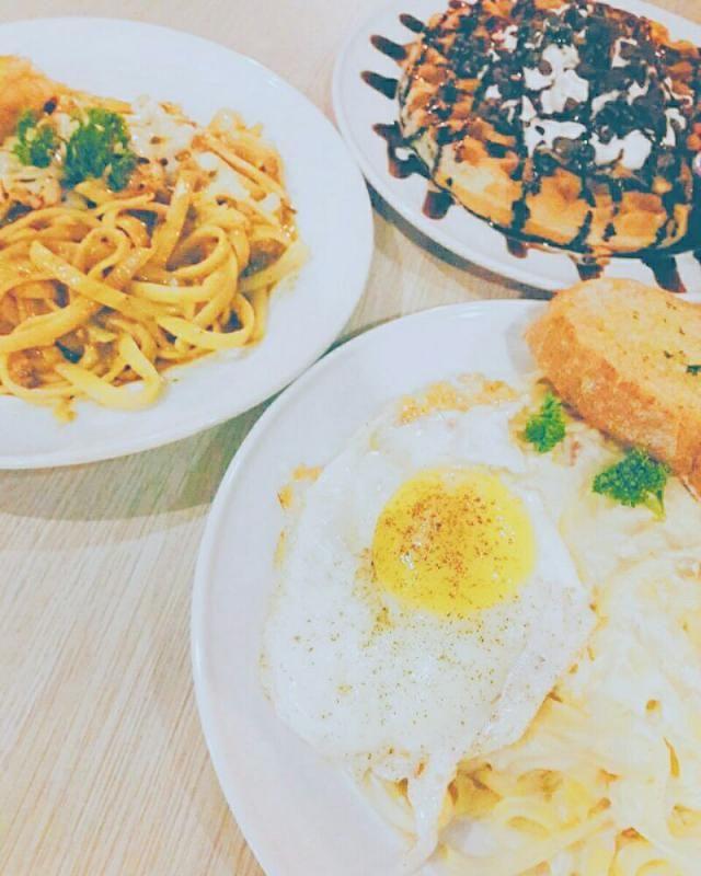 Pasta and waffles at Eggs n Brekky