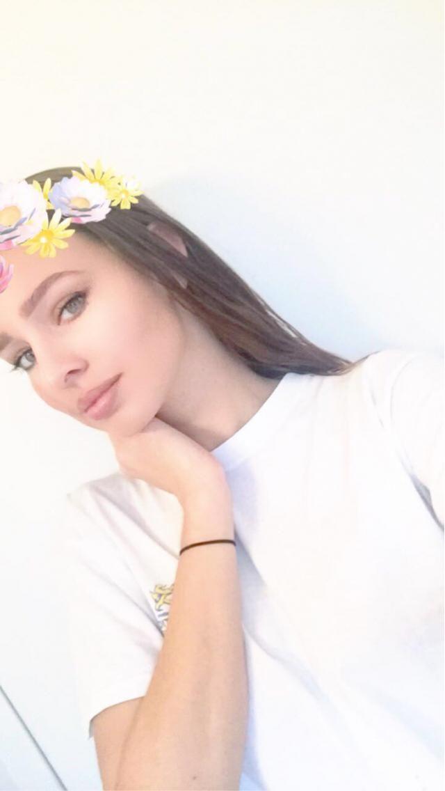 IG: Leonie_vn