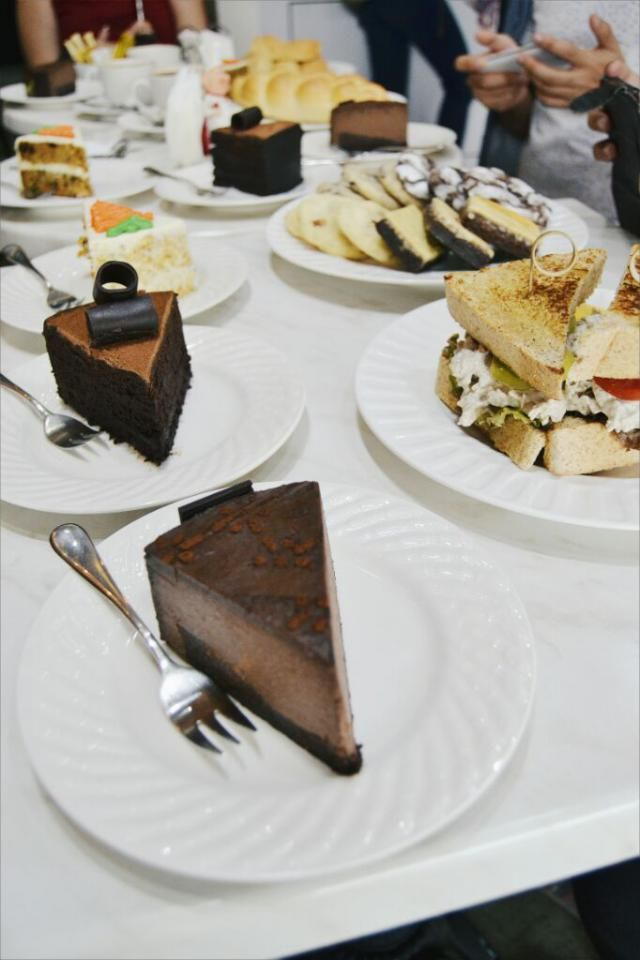 cakes are my love and favorite food in th world. it makes my life so mich better
