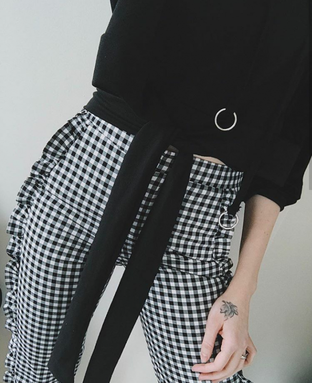 Plaid trousers, tablecloth literally, the same fabric in white and black