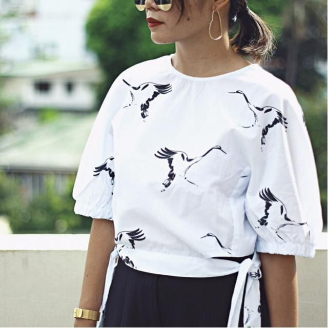 Bird Print and tie sides.. How cute is this blouse?