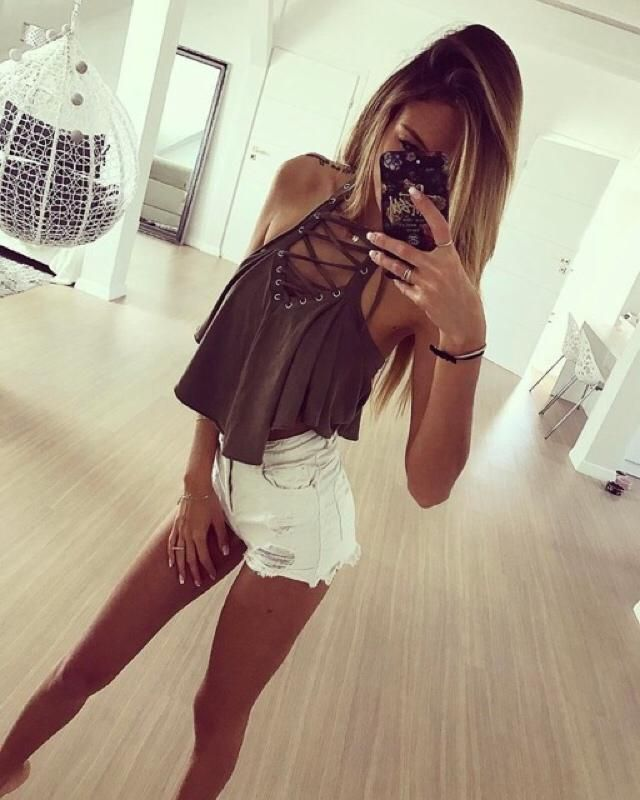Do you like this? White shorts are perfect for summer