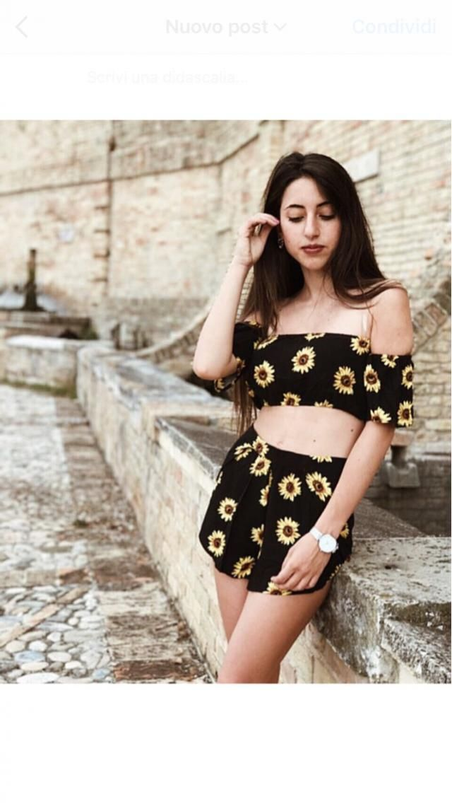 In love with sunflowers! This is my lovely outfit for today! If you want to know something more about me and my outfit,…