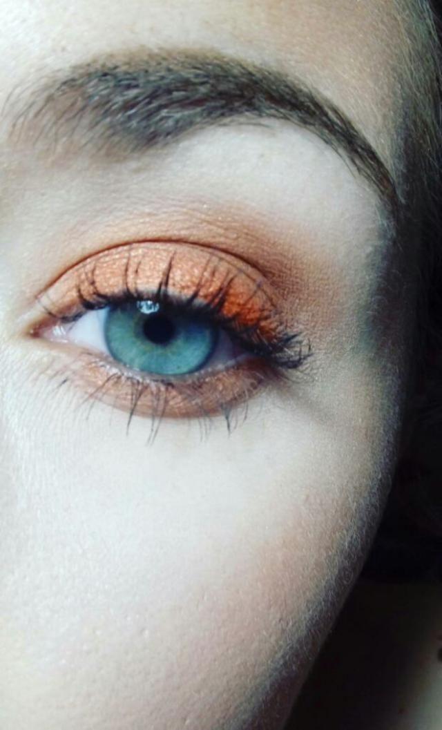 Fan absoluta de los ojos en naranja, viva el verano.