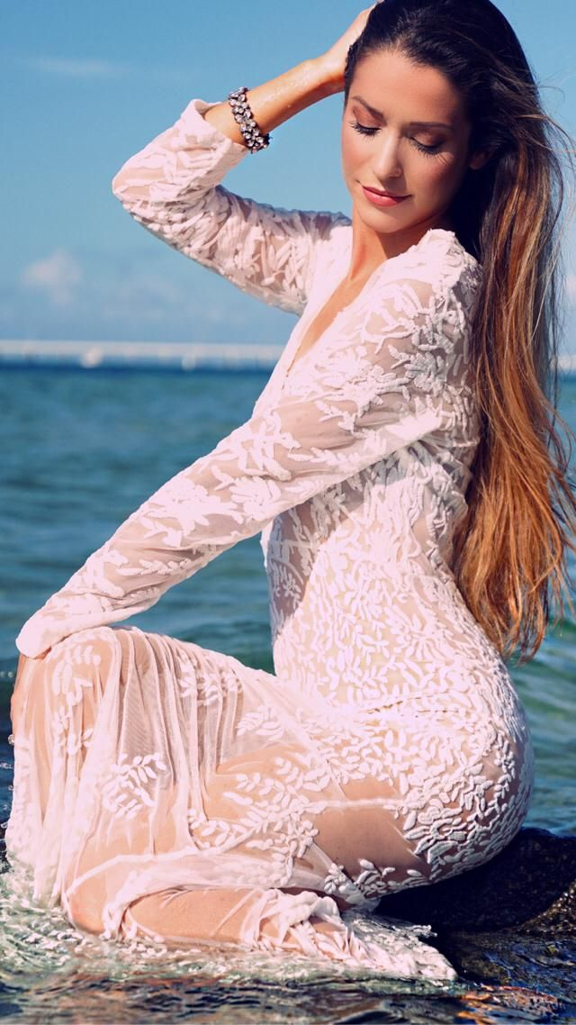 Still obsessed with this perfect white lace dress