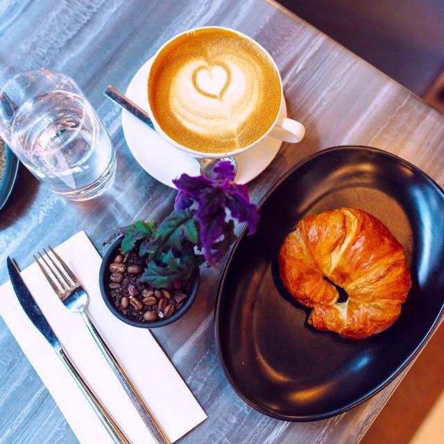Breakfast goals! Carbs, I love you a latte ❤️