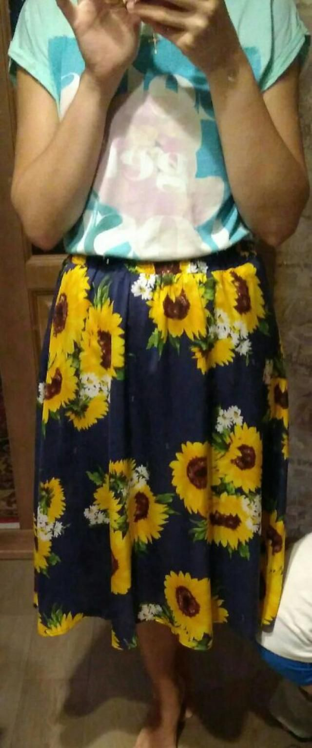 Amazing fabric and nice sunflowers on this lovely skirt.