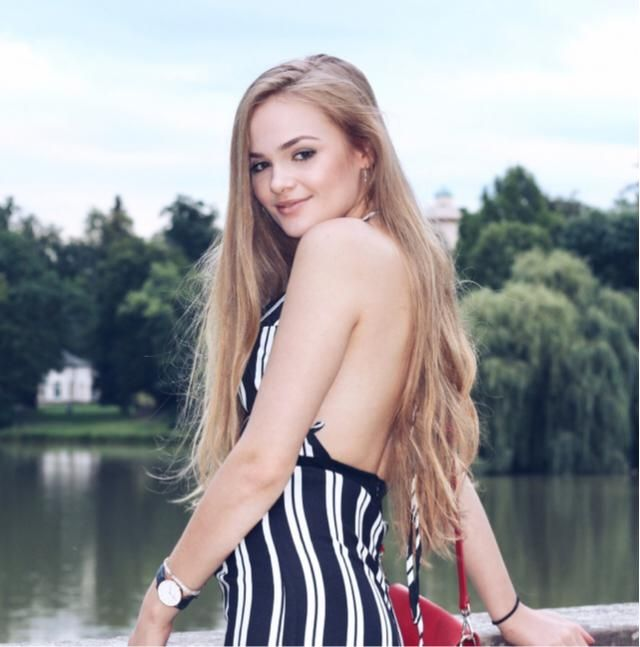 Love this backless jumpsuit! Perfect for summer!
