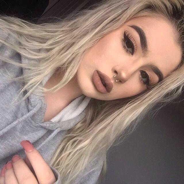 Her makeup, yas or nah?