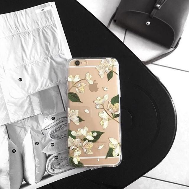 obsessed with this floral case