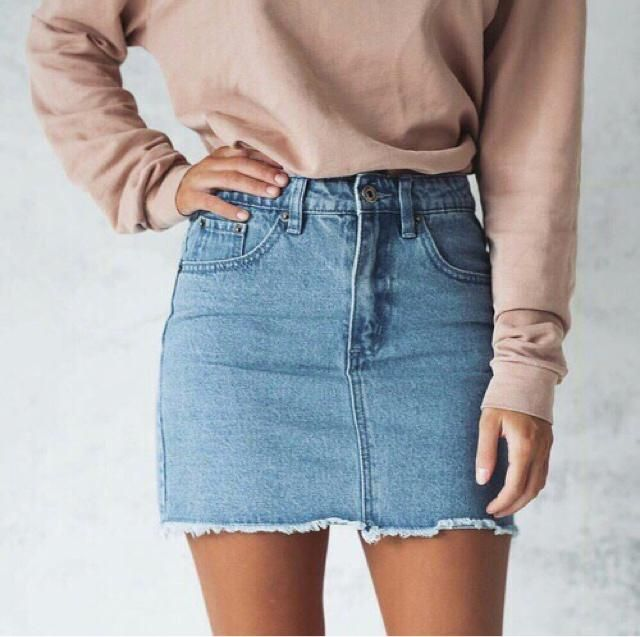 Denim skirt are my new obsession! It's very comfortable and relaxed but fashionable at the same time ❤️