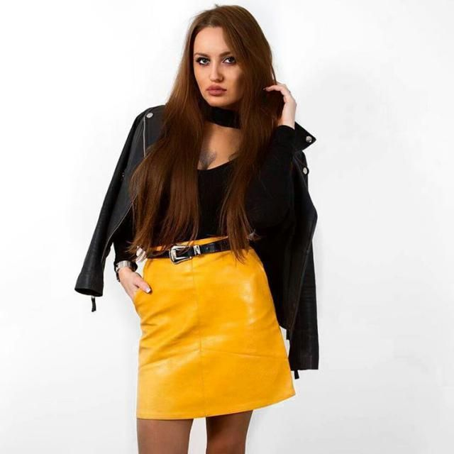 Refreshes the black look with a yellow color. A cute short yellow skirt.